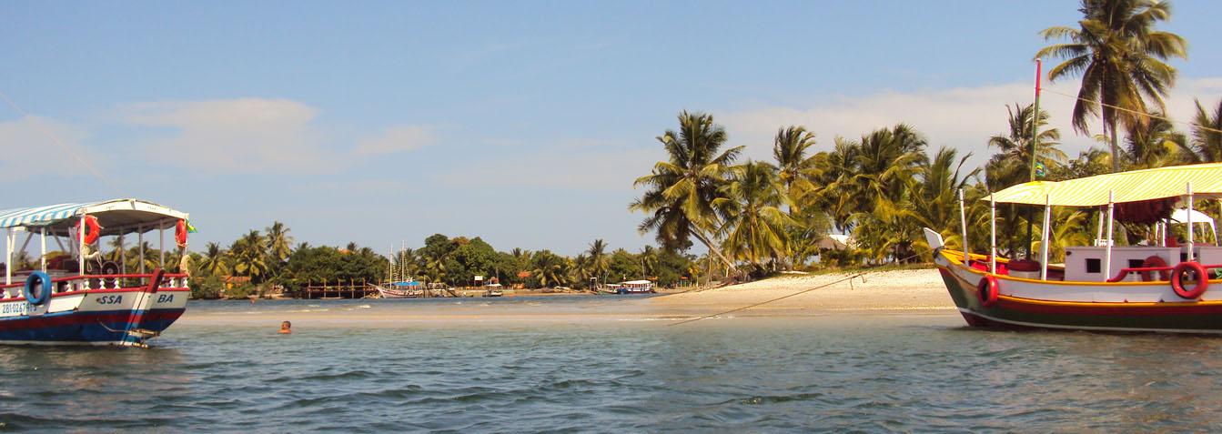Passeio pelas ilhas da Baia de Camamu em lancha privativa